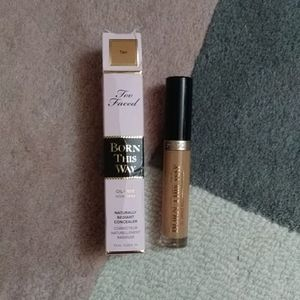 Too Faced Born this way Radiant Concealer Tan